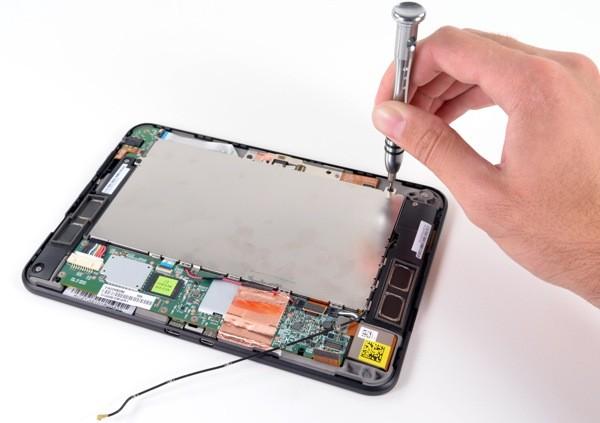 Amazon Kindle Fire HD dismantled
